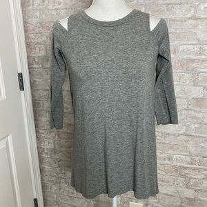 Aerie cross back cold shoulder gray t-shirt size XS